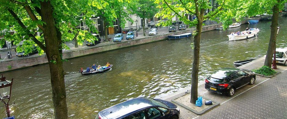 Spectaculair Canal View Apartment for 6 Guests